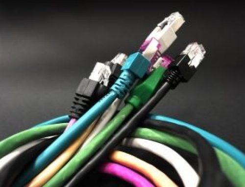 Laptop a kabel HDMI